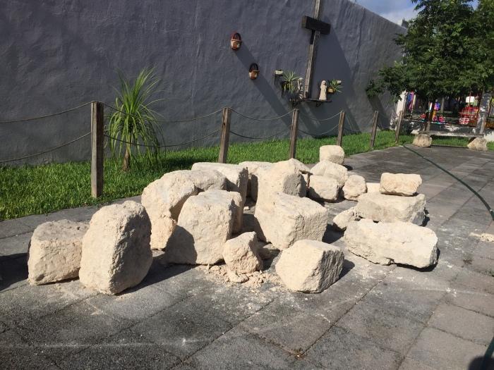 IMG. 5 Las reliquias en el atrio, Marín, N.L., SV, 2015