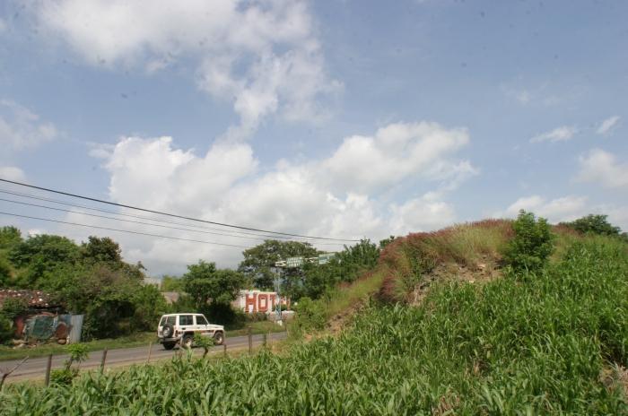 Monticulo-partido-por-la-carretera-en-Asuncion-Mita