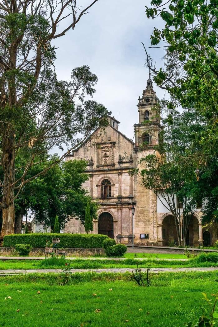 DE LA CASA #132: CONSTRUYEN BAÑOS EN CONVENTO DEL SIGLO XVI EN MICHOACÁN, MÉXICO/A.